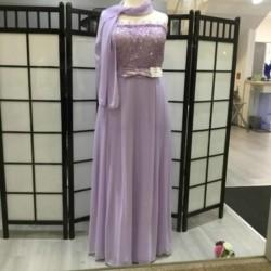 Abendkleid in Flieder in Größe 48