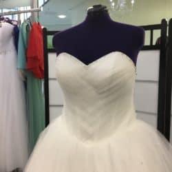 Brautkleid in besetzt mit SWAROVSKI Steinen