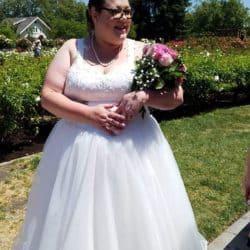 Braut mit bunten Blumenstrauß