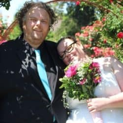 Brautpaar im Rosenmeer